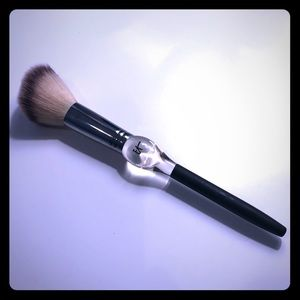 It Cosmetics heavenly luxe Blush brush